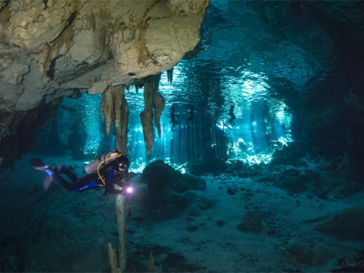 diver_cave